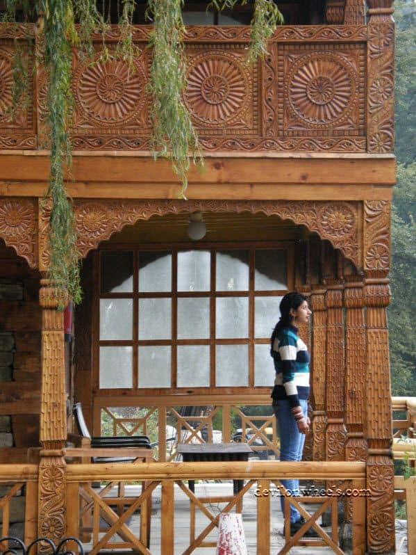 The balcony of Naggar Castle Room