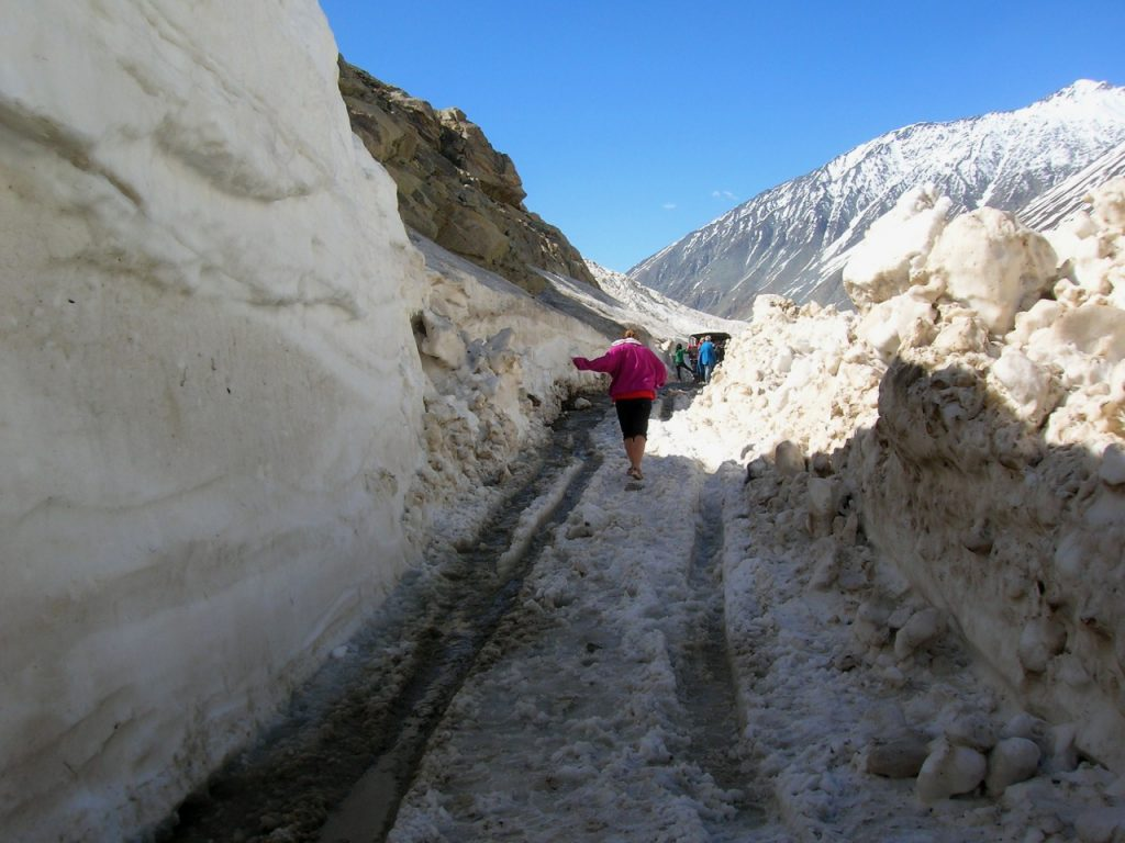 Snow between Chota Dhara and Batal