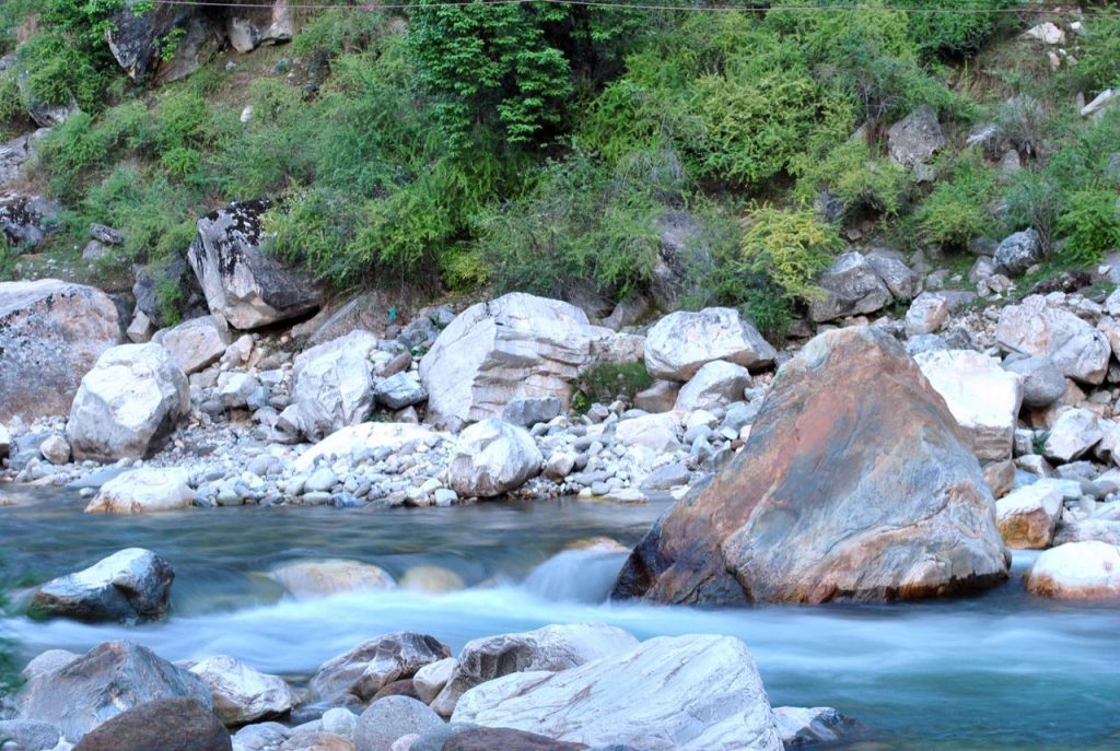 The silky waters of Tirthan River