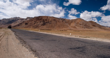 5 Reasons to choose Srinagar – Leh Road over Manali – Leh Road