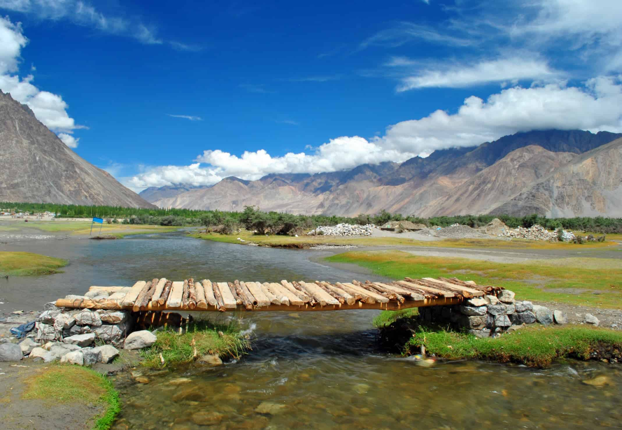 nubra valley ladakh sightseeing and travel guide