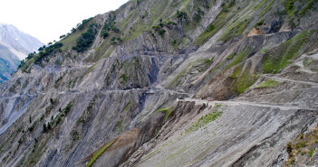 Srinagar – Leh Highway to close on November 15, 2010