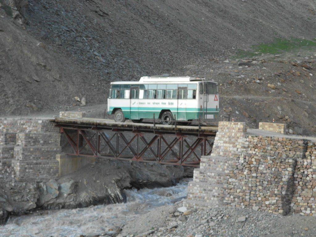 Manali Leh Bus