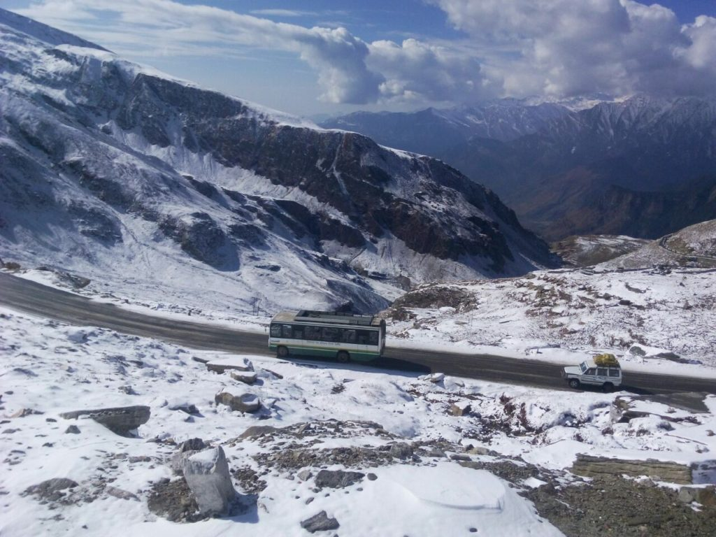 Manali Leh Bus - The scenic views