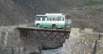Top 5 Reasons to make a trip to Ladakh by Bus or Public Transport