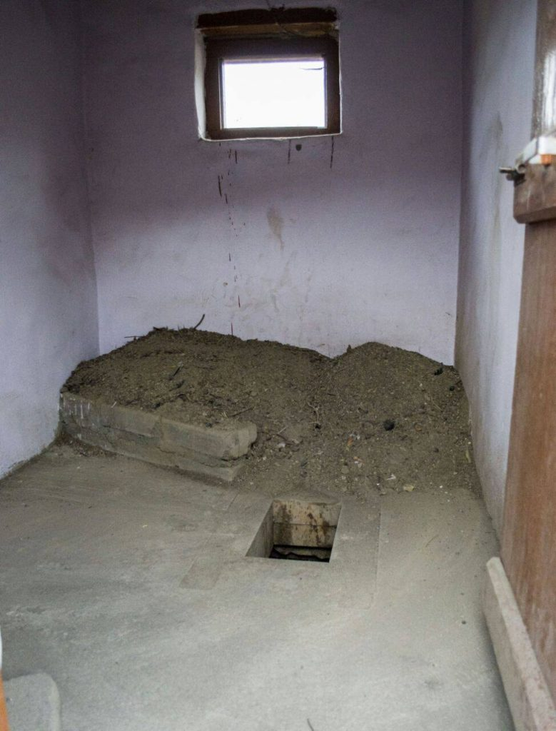 Dry Toilet/ Compost Pit  Squat, do your thing, put some sand and you are done. No flush, no water pollution, only rich manure!