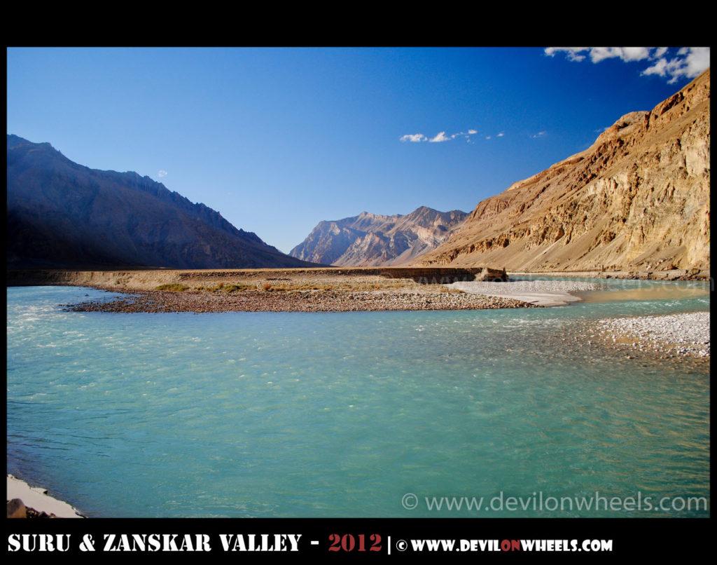 Zanskar River bending in U-shape near Zangla