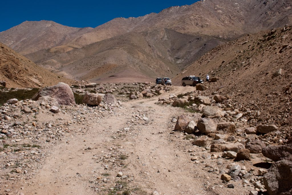 Cars resting on the way to Photi La
