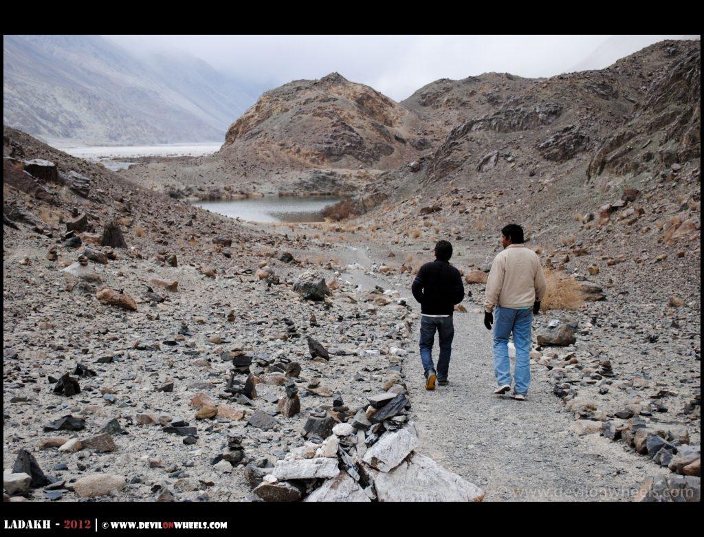 Walking to the Yarab Tso Lake
