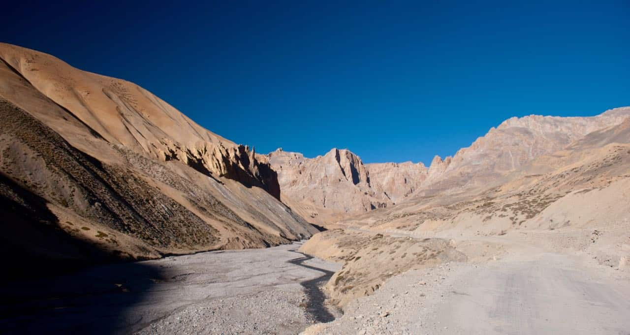 The loneliness of Manali Leh Highway near Gata Loops