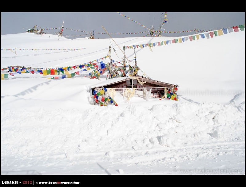 Khardung La - Buried in snow