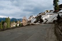 Snow near roads at Narkanda