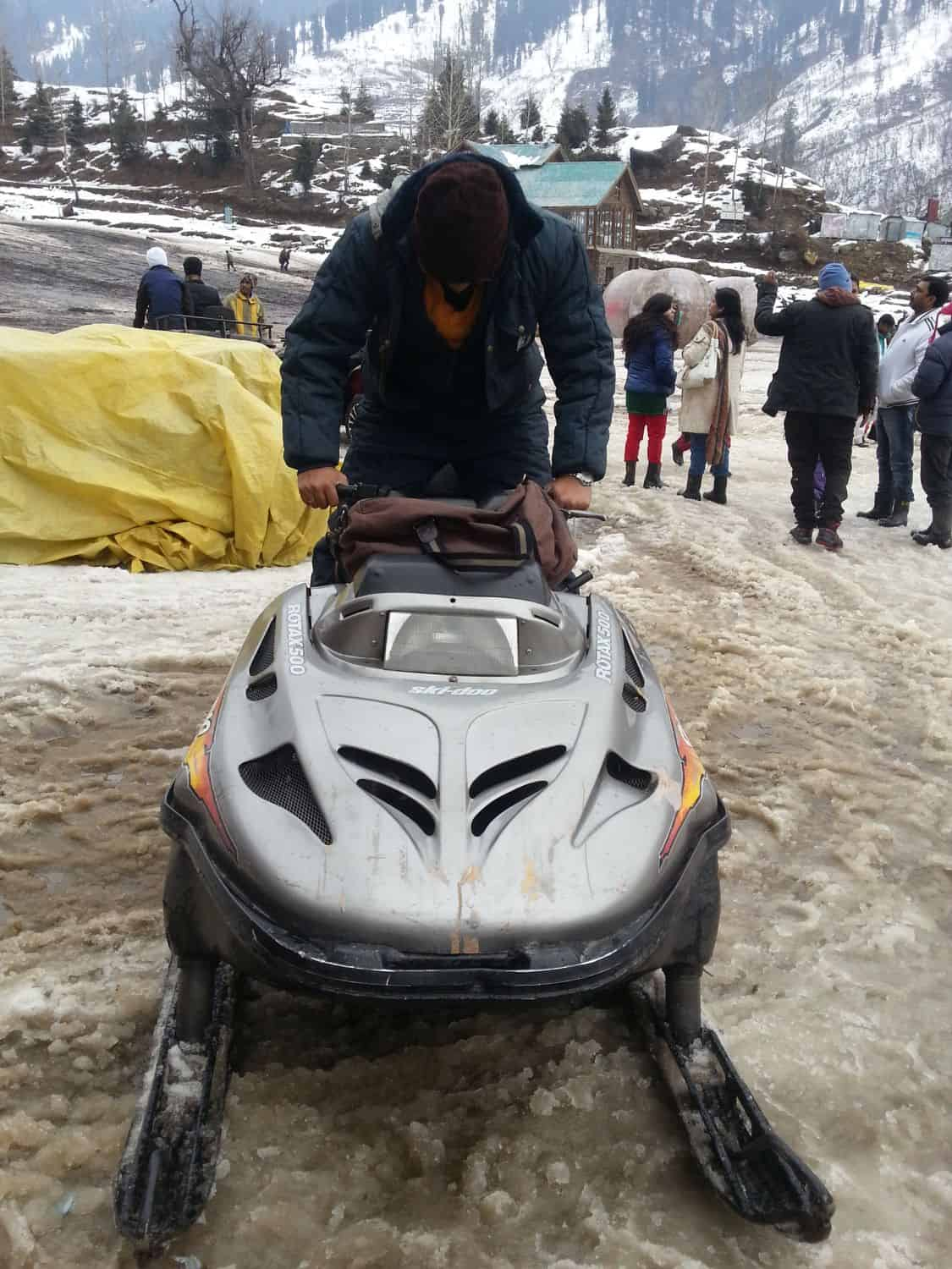 Snow mobiles at Solang Ground