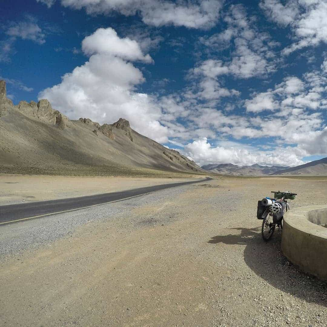 The lonesome roads when cycling on Manali Leh Highway