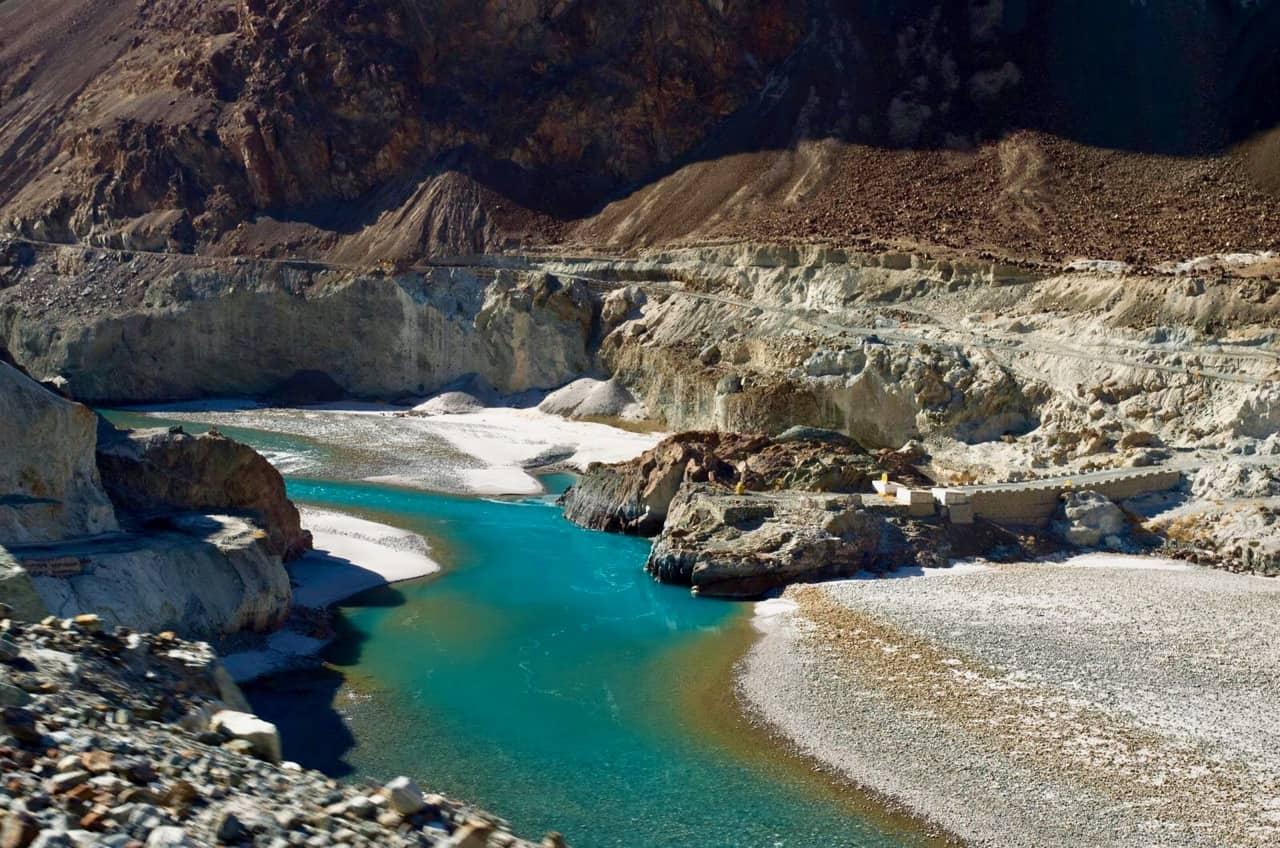 Beautiful Colour of Shyok river as you drive towards Turtuk