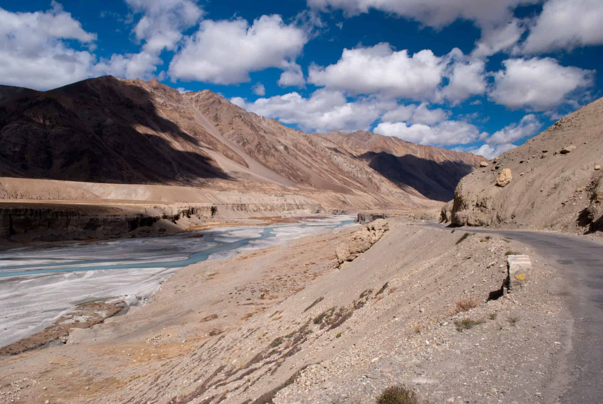 The beautiful views on Manali Leh Highway