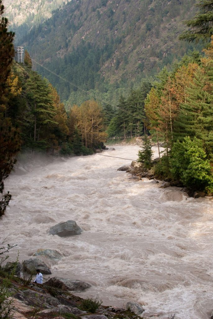 The mighty flow of Parvati River in Parvati Valley