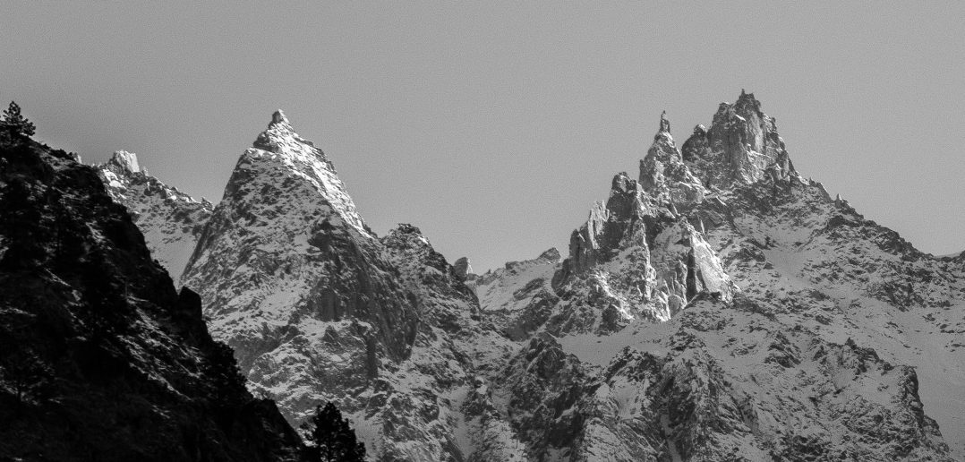 The mighty Himalayas as seen in Parvati Valley