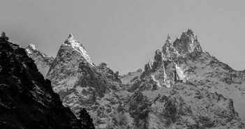 The might Himalayas as seen in Parvati Valley