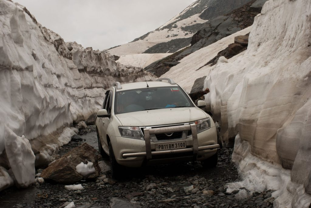 The roads at Sach Pass