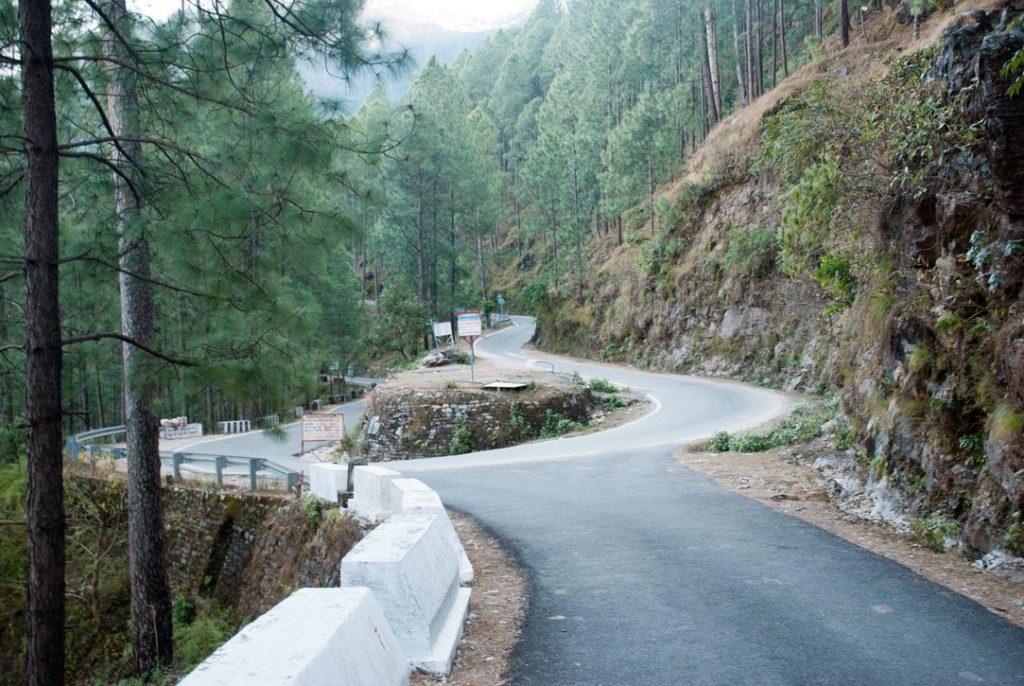 Roads when you travel to Gwaldam from Munsiyari
