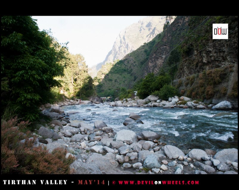 Tirthan River flowing besides Raju's Cottage