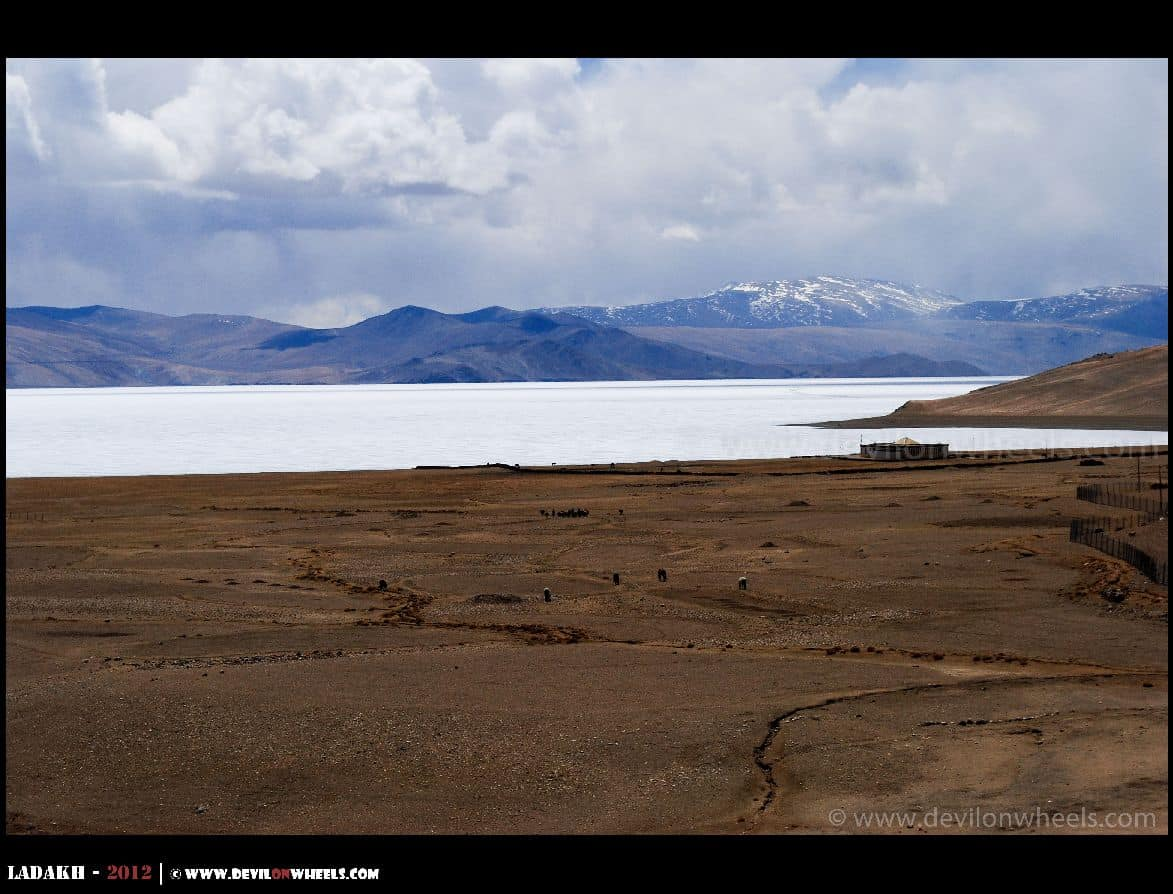Partially frozen Tso Moriri in Ladakh