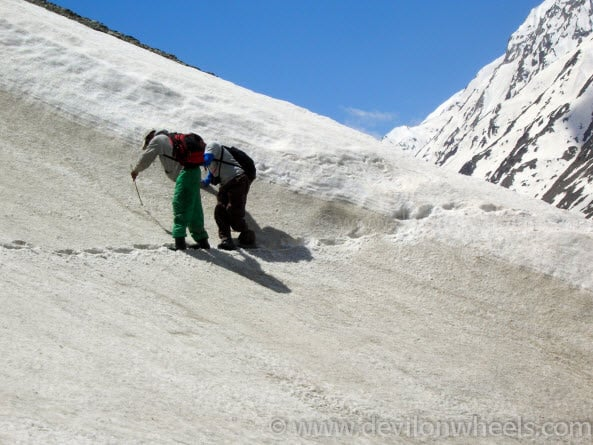 Getting a helping hand on snow trek to Chandratal