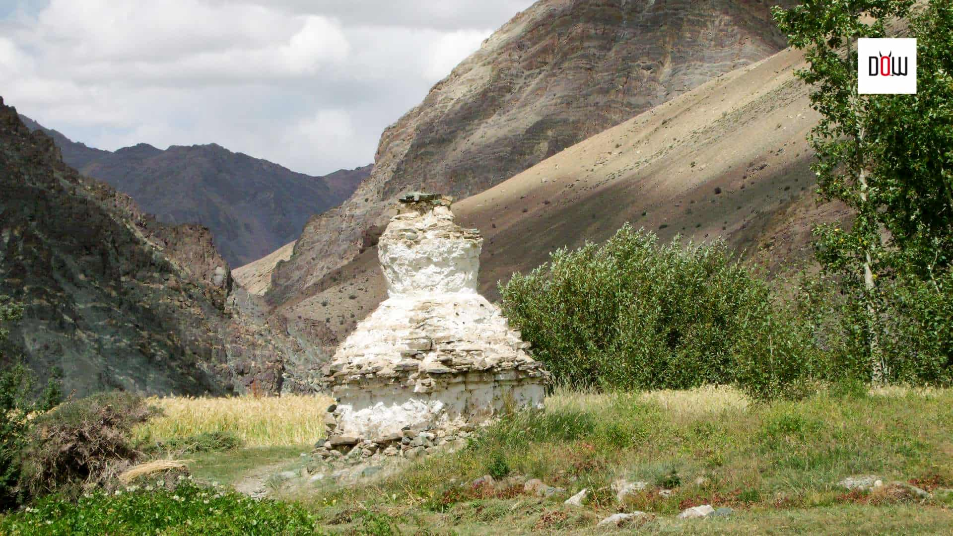 Stupas on the way to Phugtal monastery trek
