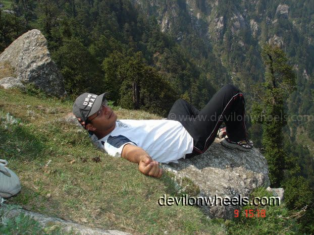 That's me watching the deep gorge and resting... ;)