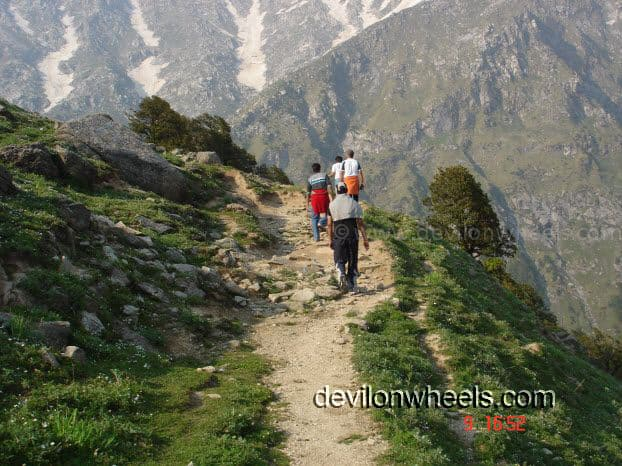 Trek to Laka Glacier from Triund