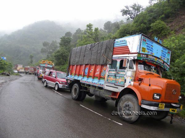 Queues of Traffic Jam near Bilaspur on the way to Manali