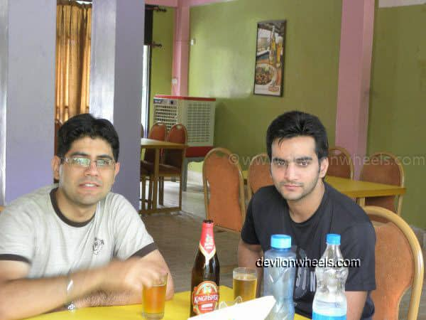 Lunch at Roti Restaurant near Mandi on the way to Manali
