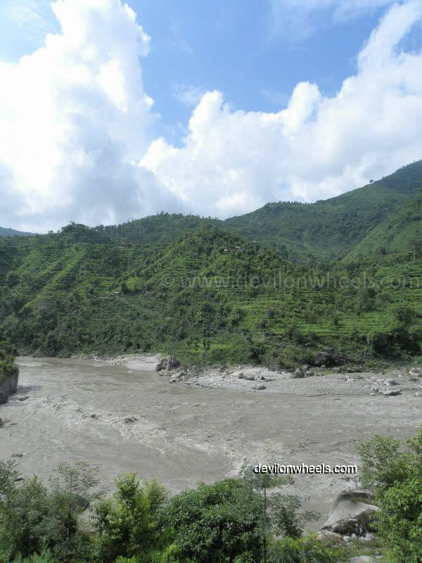 Views of Beas River on the way to Manali