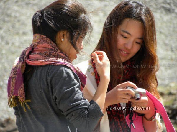 Chicks at Zingzing bar on Manali - Leh National Highway