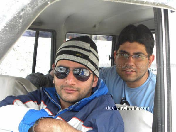 Friends at Zingzing bar on Manali - Leh National Highway
