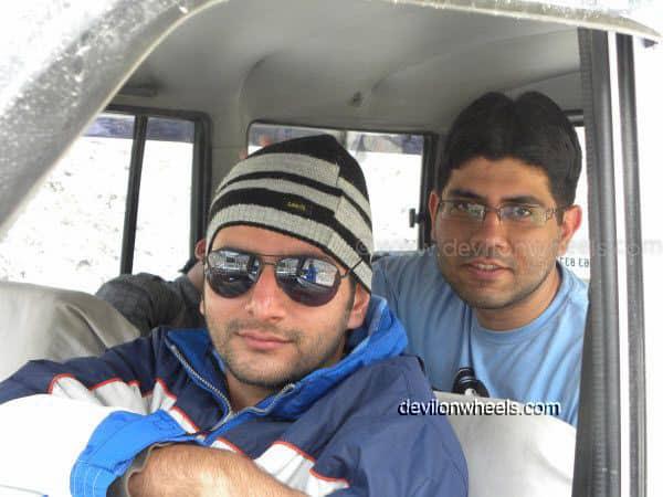 Friends at Zingzing bar on Manali - Leh National Highway