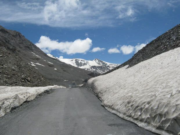 Road towards Baralacha La