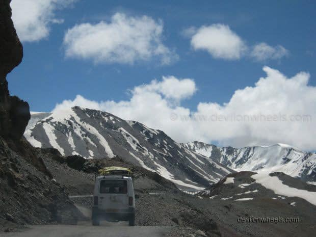 Road to Baralacha La Pass on Manali - Leh Highway