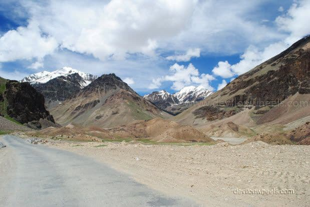 Views on Manali - Leh Highway between Baralacha La and Sarchu
