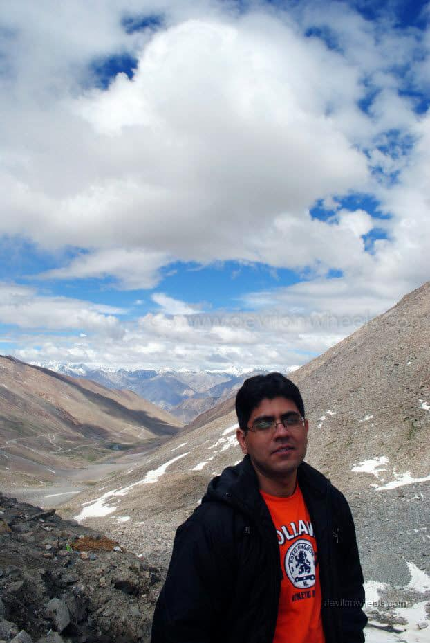 Dheeraj Sharma clicking Neeraj at Khardung La top in Leh - Ladakh