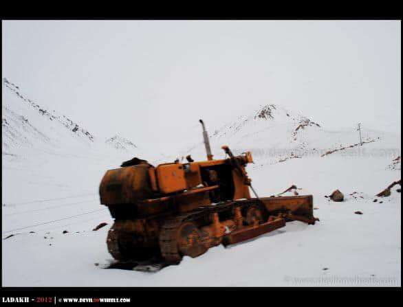 A JCB Dozer in Snow towards Khardung La Pass