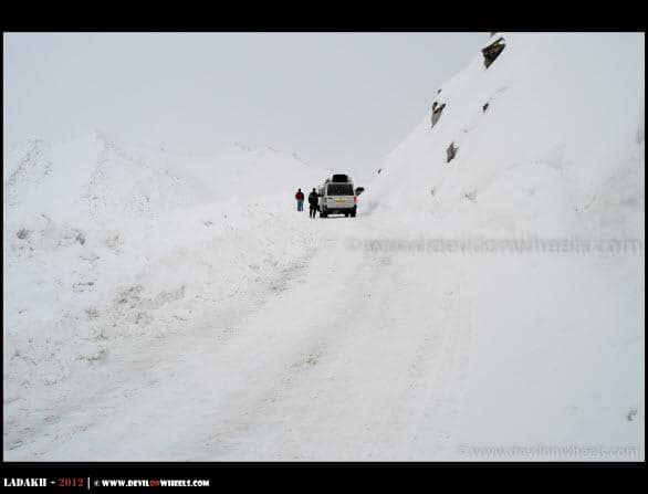 Yet Another Time We Stuck… Towards Khardung La Pass