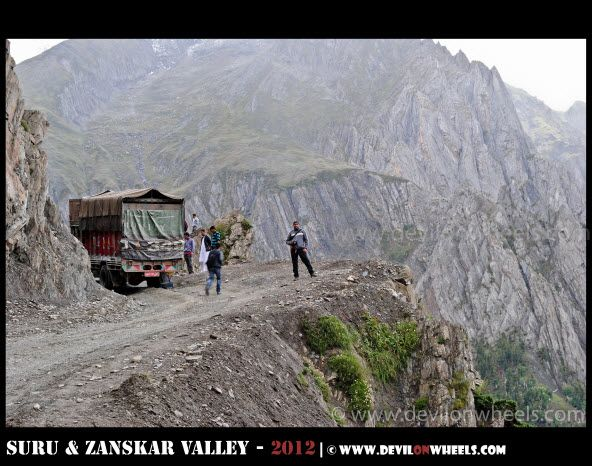 Truck Stuck while ascending towards Zozi La Pass on Srinagar - Kargil Highway