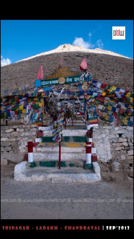 Temple of Chang La Baba at Chang La Pass