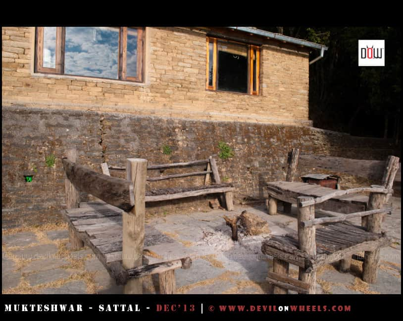 Bonfire Place... Outer Views of Oak Chalet Resort - Mukteshwar