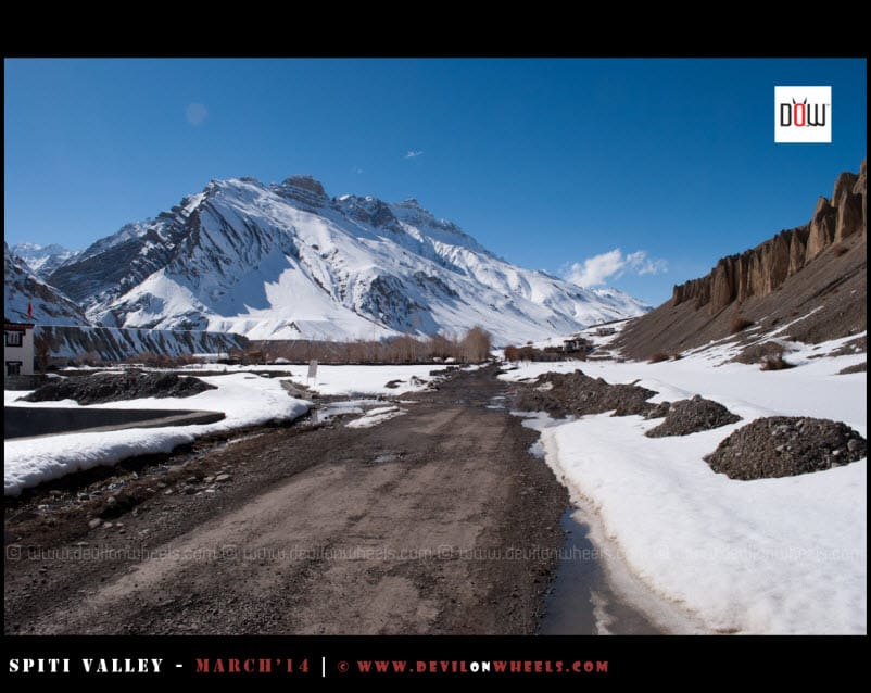 Road leading to Kaza from Attargu