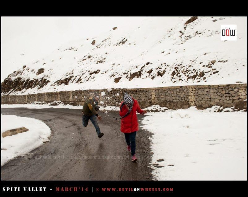 Sany & Shikha, fighting with snow ;)