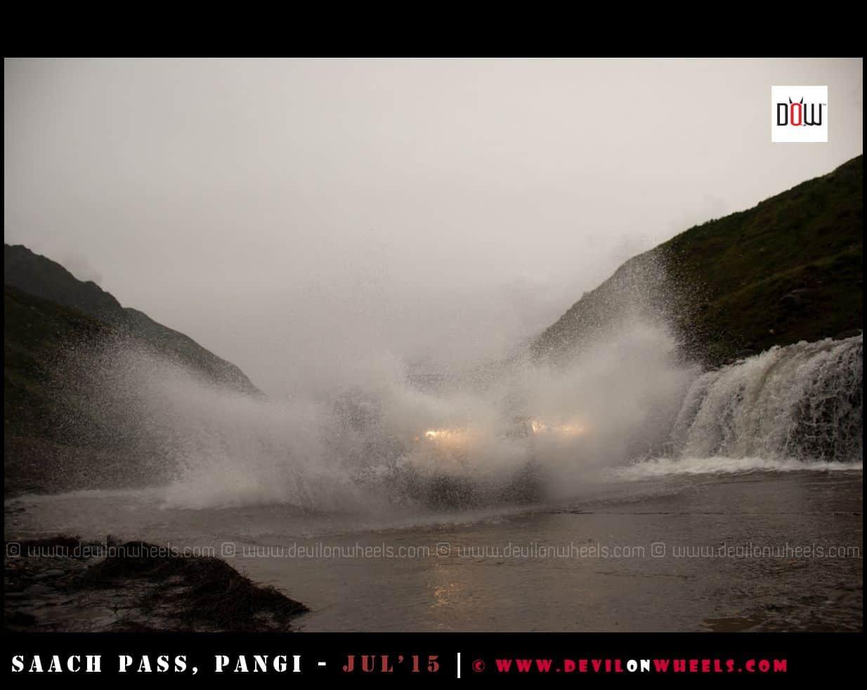 Splash time at Manali - Leh Highway