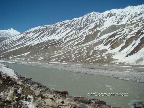 Views between Bada Dhara and Battal